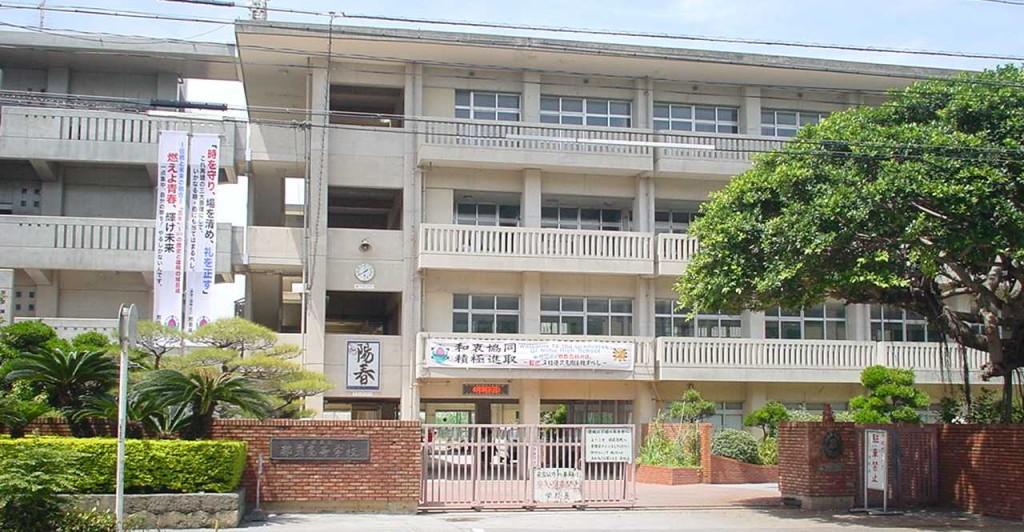 現在の沖縄県立那覇高等学校正門